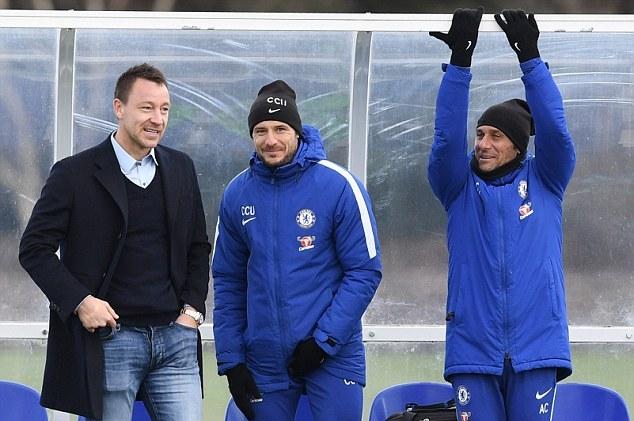 John Terry trở lại Chelsea, theo sát đồng đội cũ tập luyện - Bóng Đá
