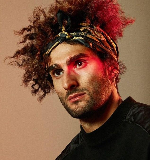 Hình ảnh khó đỡ của Marouane Fellaini trên tạp chí - Bóng Đá