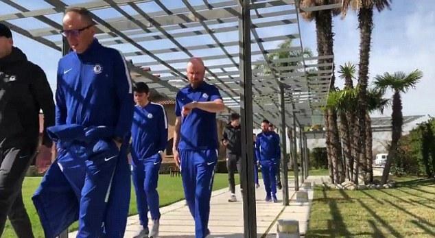 Chelsea đi dạo đầy thoải mái trước trận thư hùng với Barcelona - Bóng Đá