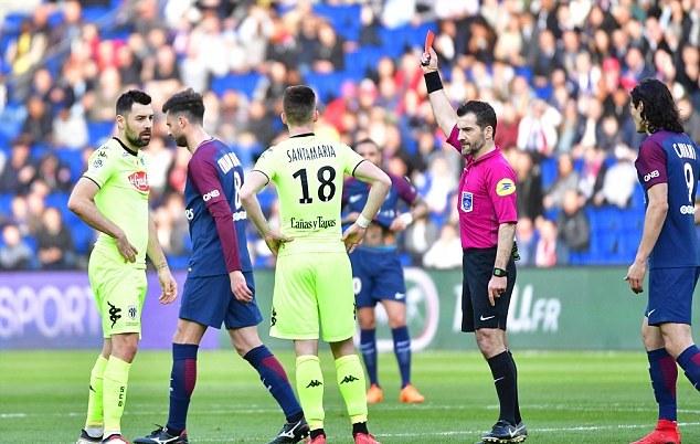 Mbappe lập cú đúp giúp 10 người PSG đánh bại Angers - Bóng Đá