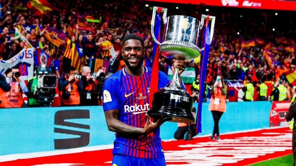 Dàn sao Barcelona 'quẩy' tưng bừng mừng ngôi vô địch - Bóng Đá