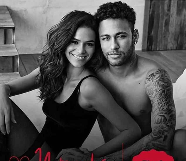 Neymar mặn nồng 'khóa môi' bạn gái - Bóng Đá