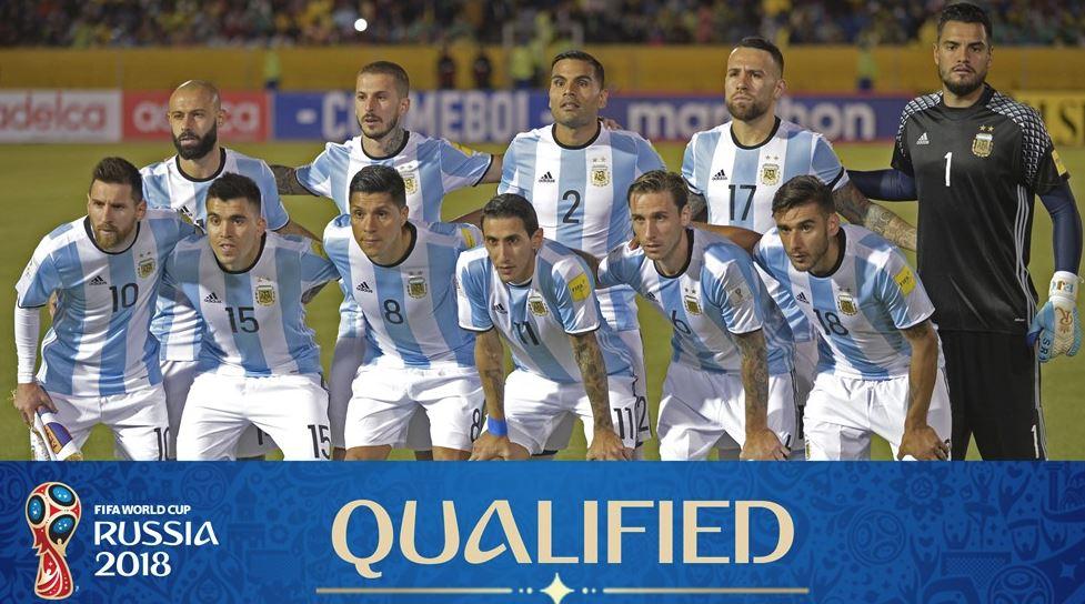 Messi nghiêm túc trong buổi chụp hình của tuyển Argentina - Bóng Đá