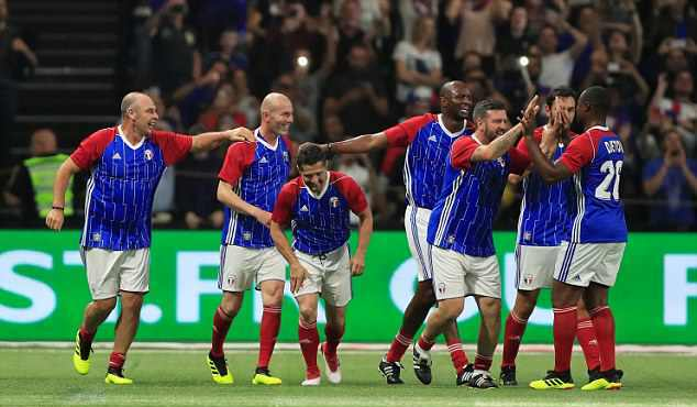Zidane và đồng đội đánh bại đội bóng của HLV Wenger - Bóng Đá