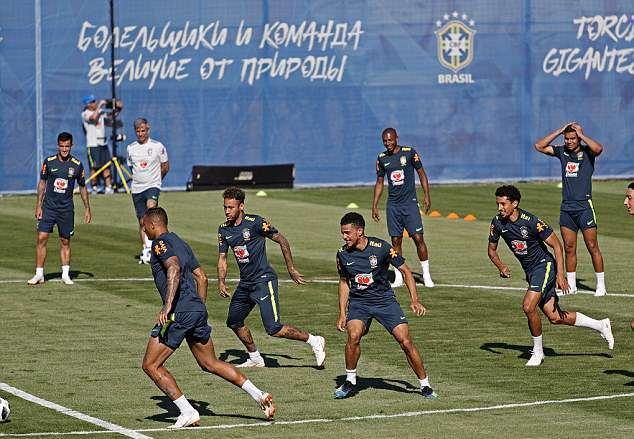 Fred trở lại, lê bước nặng nhọc trong buổi tập của Brazil - Bóng Đá