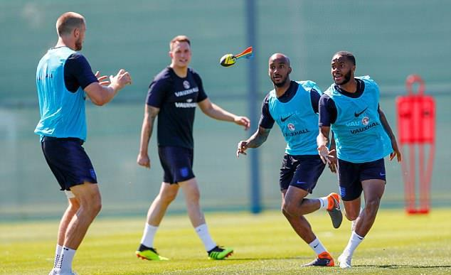 Dàn sao tuyển Anh hứng thú với trò Nerf Ball - Bóng Đá