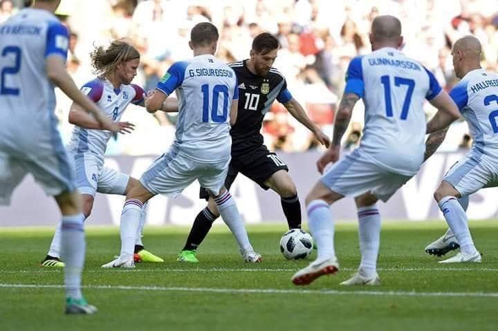 Messi lần đầu lên tiếng sau khi đá hỏng phạt đền - Bóng Đá