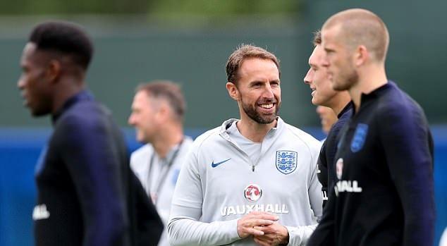 HLV Southgate làm việc với dàn dự bị của tuyển Anh - Bóng Đá