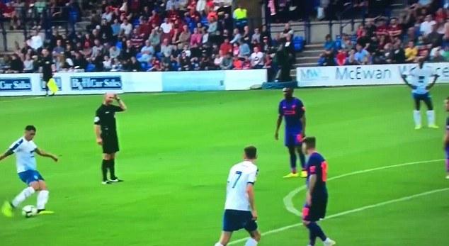 Loris Karius 'ói bóng', Liverpool nhận 2 bàn thua trước đội bóng League Two - Bóng Đá