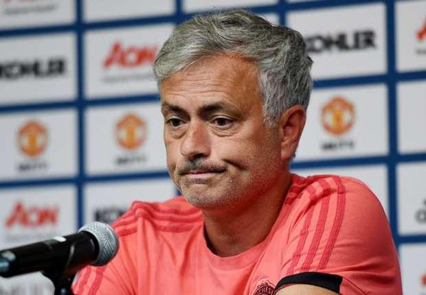 Shearer sợ Mourinho bị cầu thủ Man Utd phản như Chelsea - Bóng Đá