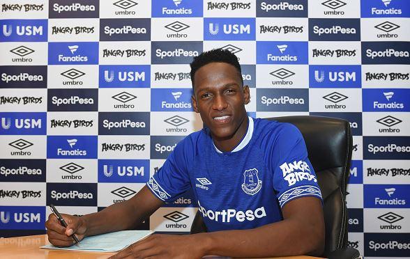 Everton hé lộ sự thật việc Man Utd theo đuổi Mina - Bóng Đá