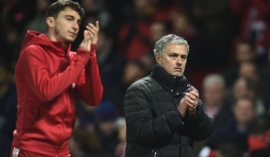 Matteo Darmian đòi ra đi, Mourinho nói gì? - Bóng Đá