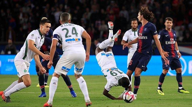 Neymar, Mbappe ngồi khán đài nhìn PSG hủy diệt St Etienne - Bóng Đá