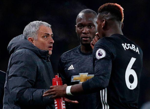 Cầu thủ Man Utd phản ứng thế nào khi Mourinho trừng phạt Pogba? - Bóng Đá