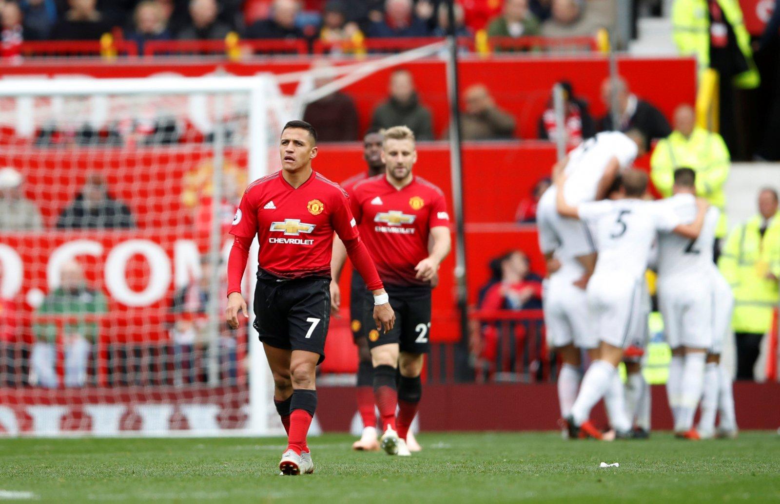 Sanchez và Martial, fan Man Utd chọn ai? - Bóng Đá