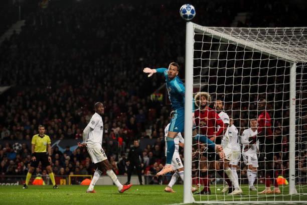 Hòa Valencia, Mourinho chê bai từ hàng thủ đến hàng công - Bóng Đá