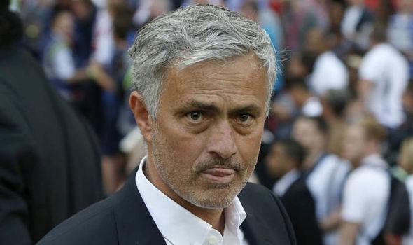 Sao Man Utd cũng cho rằng Mourinho đang cố ý để bị Man Utd sa thải - Bóng Đá