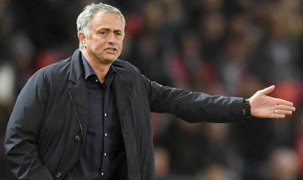 Mourinho đồng ý để Depay đến Lyon chỉ vì 1 cái tên - Bóng Đá