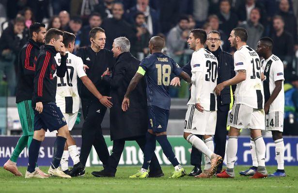 Man Utd thắng ngược Juve, Mourinho có biểu cảm đầy khiêu khích  - Bóng Đá