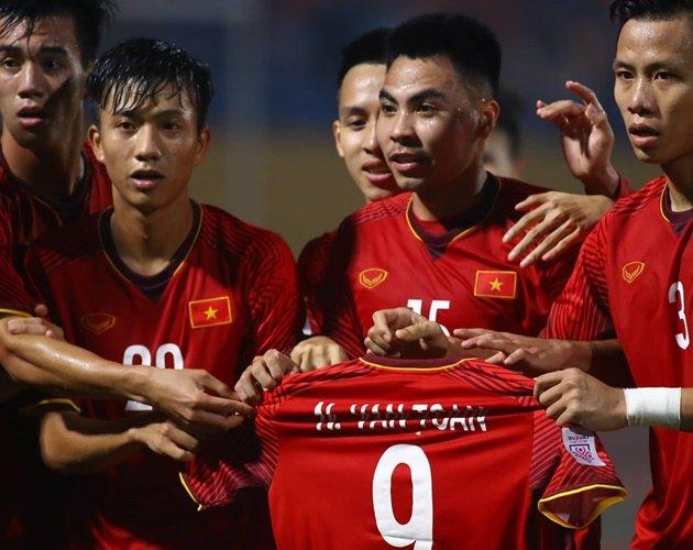 Nóng! Văn Toàn chấn thương nặng, nguy cơ mất luôn AFF Cup 2018 - Bóng Đá