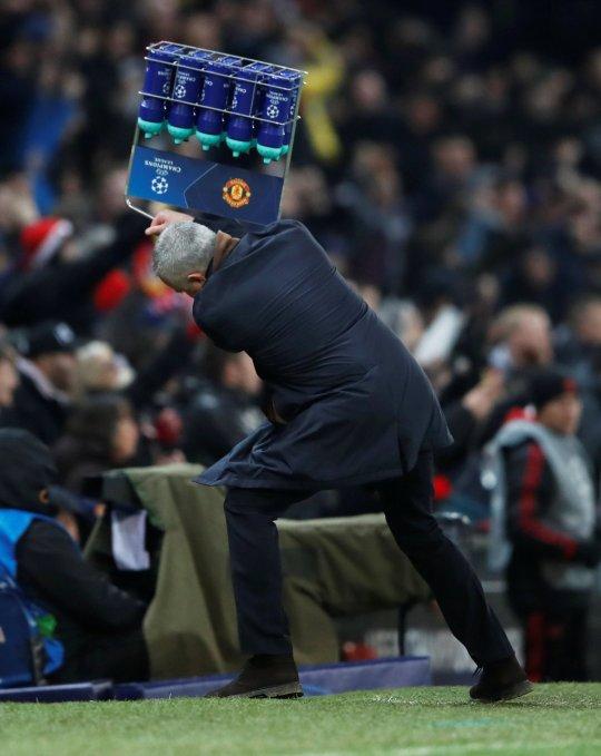 Ferdinand giận dữ khi Mourinho phát điên sau bàn thắng muộn của Fellaini - Bóng Đá
