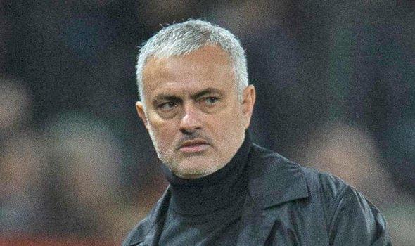 Tại sao Mourinho có thể bị sa thải vào ngày thứ Hai? - Bóng Đá