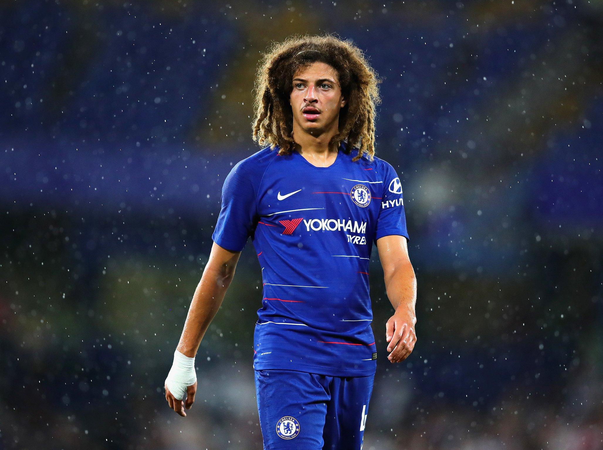 Cũng phản lưới nhà như Phil Jones, nhưng sao Chelsea được khen ngợi hết lời - Bóng Đá