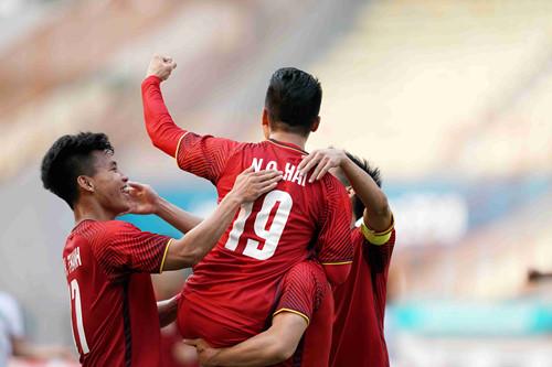 NÓNG! Chốt danh sách 4 tuyển thủ tranh giải QBV Việt Nam với Quang Hải - Bóng Đá