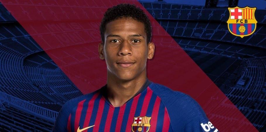 CHÍNH THỨC: Barcelona đón 'số 6' mới từ Pháp - Bóng Đá