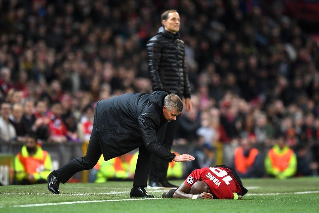 Vừa được gia hạn, công thần Man Utd đã bị fan Quỷ đỏ xua đuổi - Bóng Đá