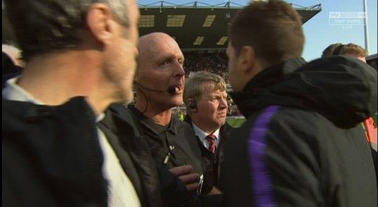 Tottenham thua đau, HLV Pochettino gây hấn với trọng tài Mike Dean - Bóng Đá