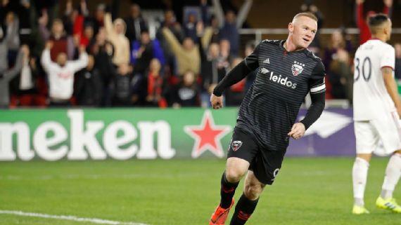 Rooney lập hatrtick - Bóng Đá