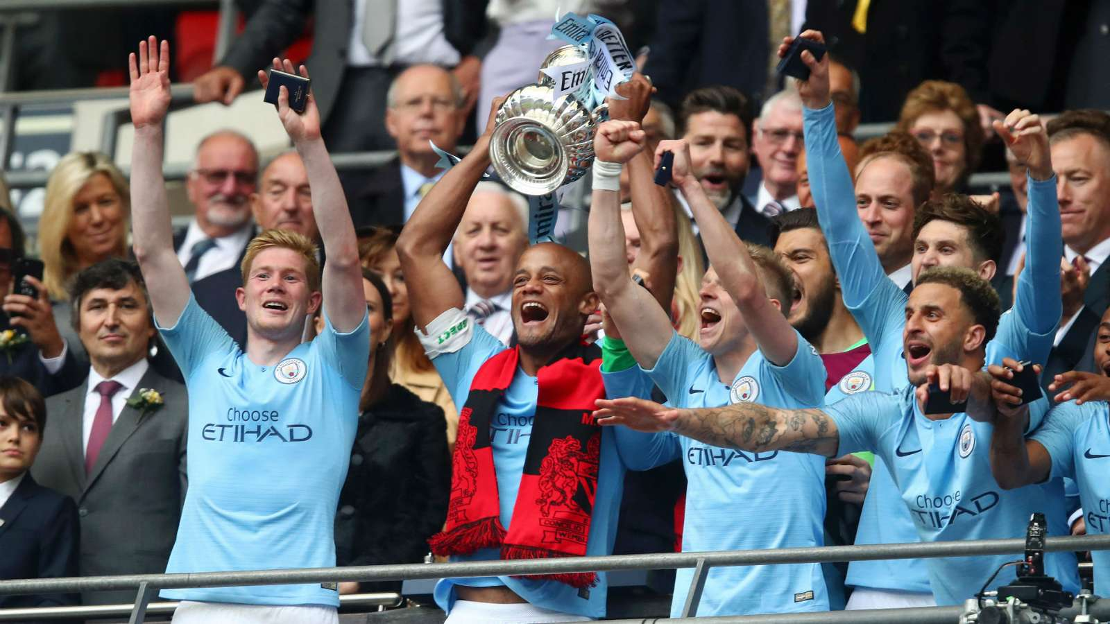Hủy diệt Watford, Kompany tuyên bố Man City không có đối thủ - Bóng Đá