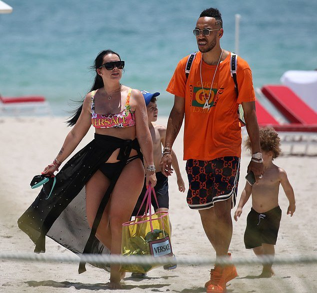 Pierre-Emerick Aubameyang's bikini-clad girlfriend Alysha Behague shows off her curves as Arsenal striker celebrates his 30th birthday in Miami - Bóng Đá
