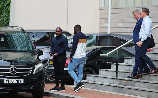 Aaron Wan-Bissaka arrives at Lowry Hotel for Manchester United medical ahead of his £50m move from Crystal Palace. - Bóng Đá