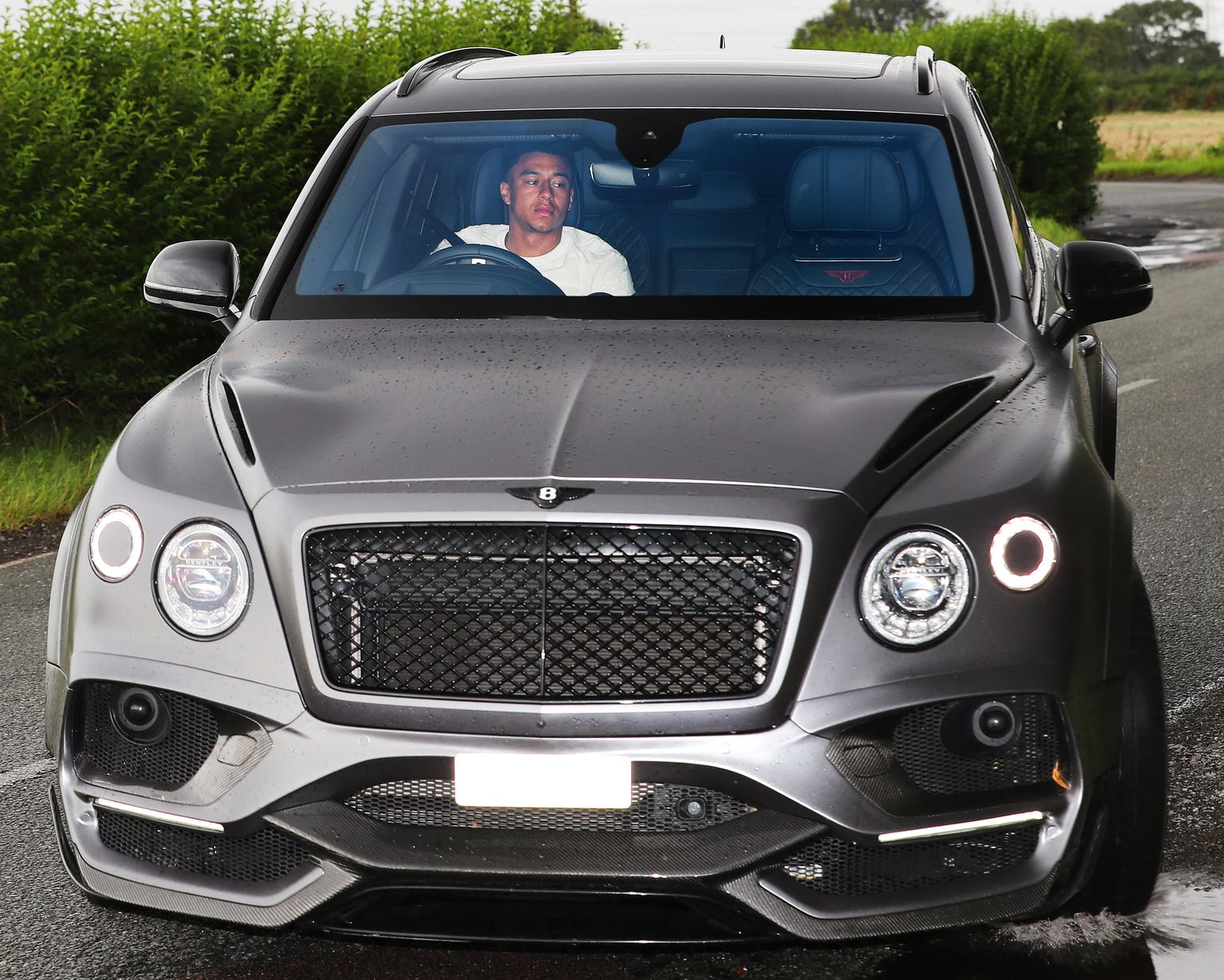 Alexis Sanchez arrives for Manchester United training as Inter Milan make transfer enquiry - Bóng Đá