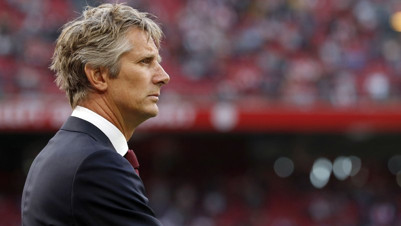 United target Van Der Sar happy at Ajax - Bóng Đá