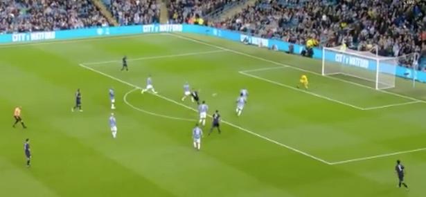 Man Utd fans demand van Persie signing after Vincent Kompany testimonial goal - Bóng Đá