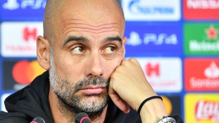 Pep Guardiola sẽ làm gì với 1 trung vệ? - Bóng Đá