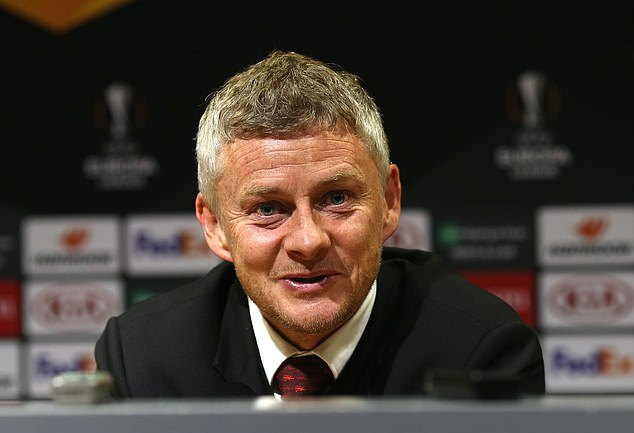 'Paul is going nowhere': Ole Gunnar Solskjaer hits out at Real Madrid, saying he isn't worried about transfer speculation around the Paul Pogba  - Bóng Đá