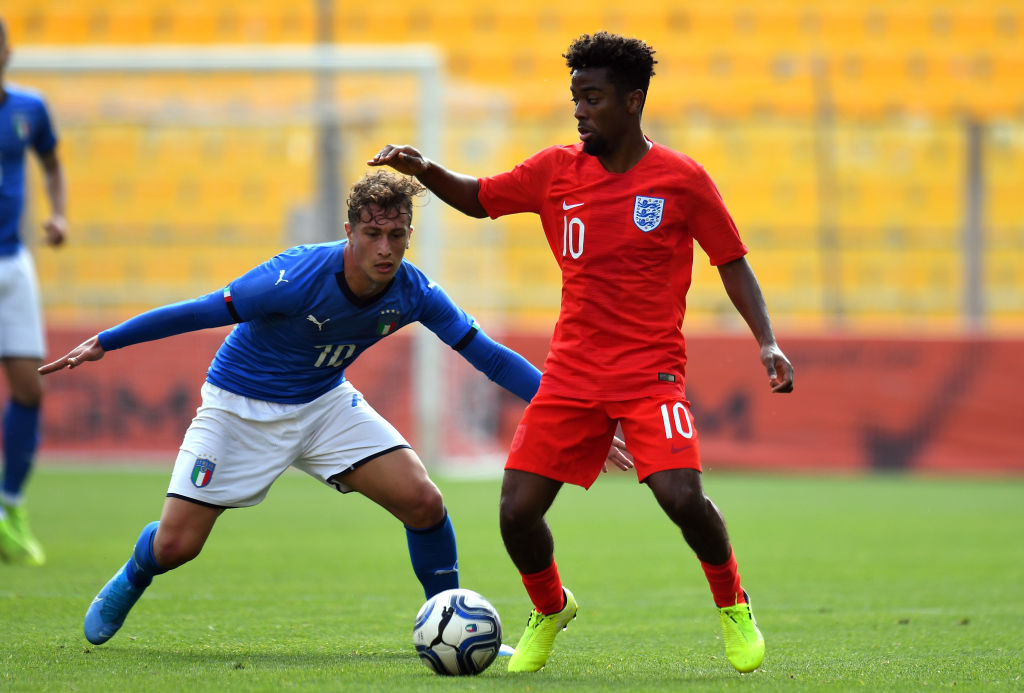Angel Gomes returns from injury with 'three assists' for England under-20s - Bóng Đá