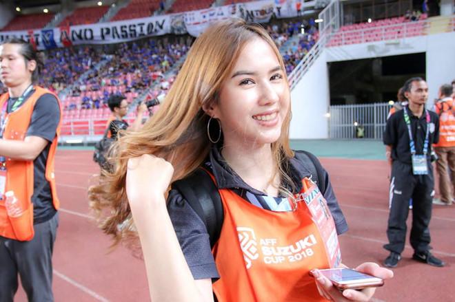 Butsakorn Eakkaphan - WAGs sao Thái Lan - Bóng Đá