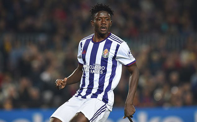 Manchester United 'eyeing move for Real Valladolid defender Mohammed Salisu... and 20-year-old has a £10m release clause they plan to trigger' - Bóng Đá