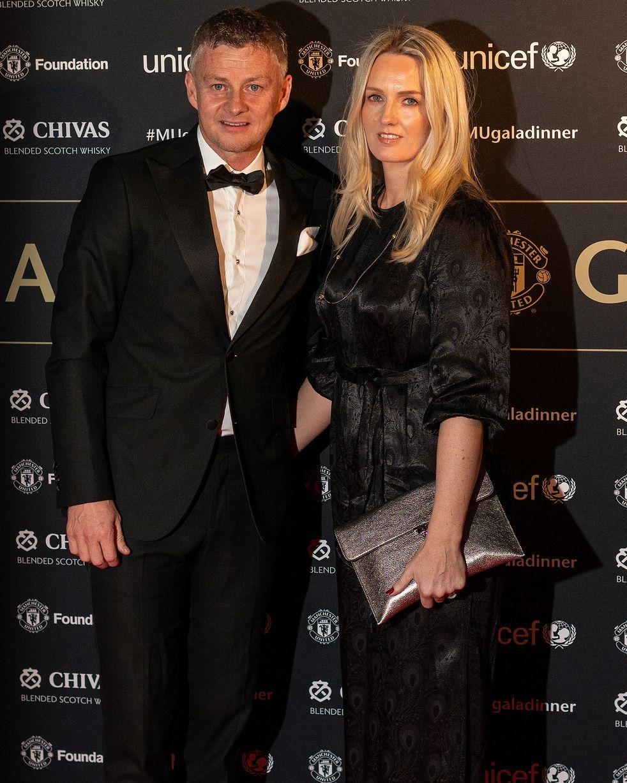 Ed Woodward and Ole Gunnar Solskjaer shrug off sack speculation at Man Utd Gala Dinner - Bóng Đá