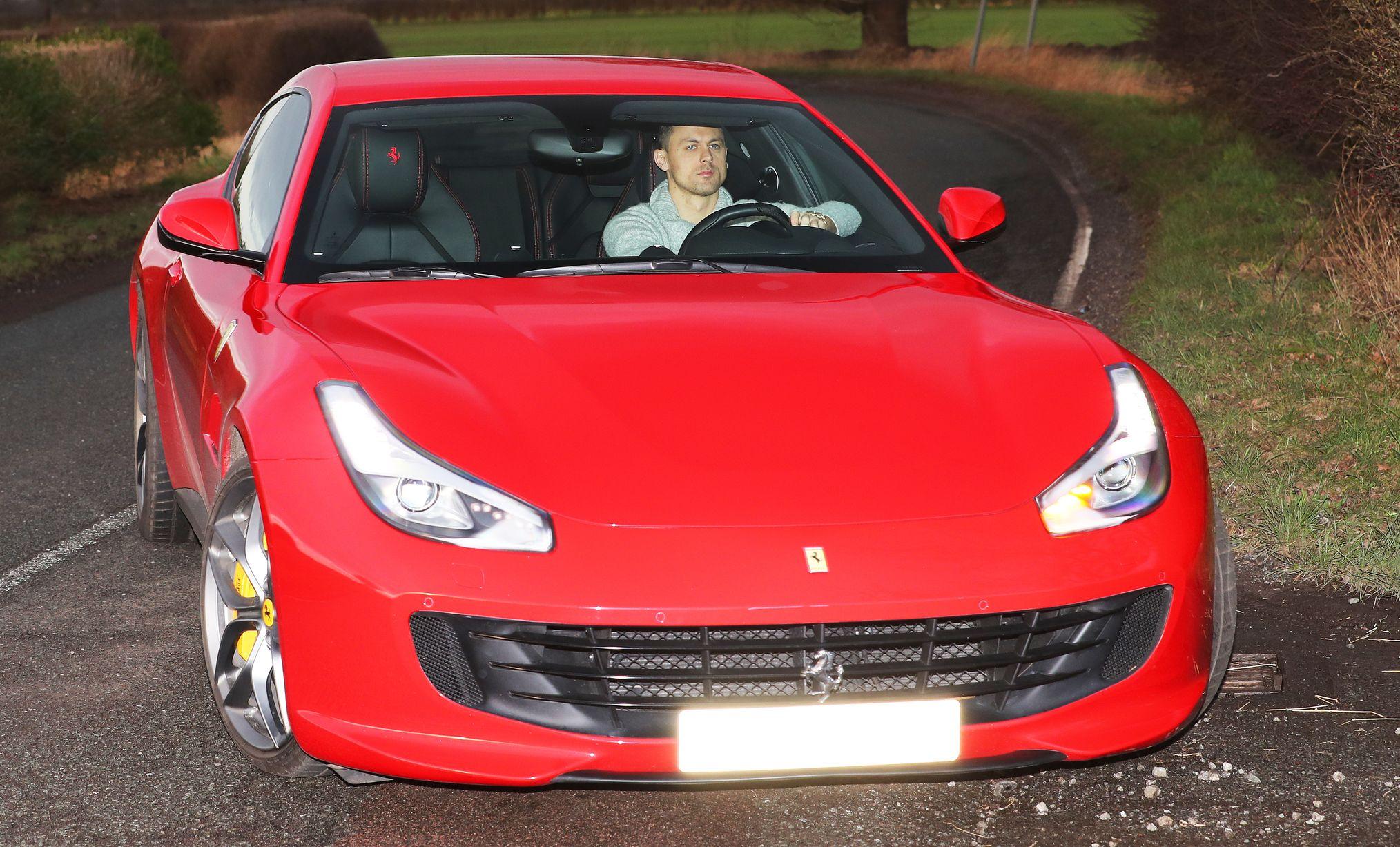 Marcus Rashford arrives at Manchester United training ground after injury blow - Ảnh - Bóng Đá