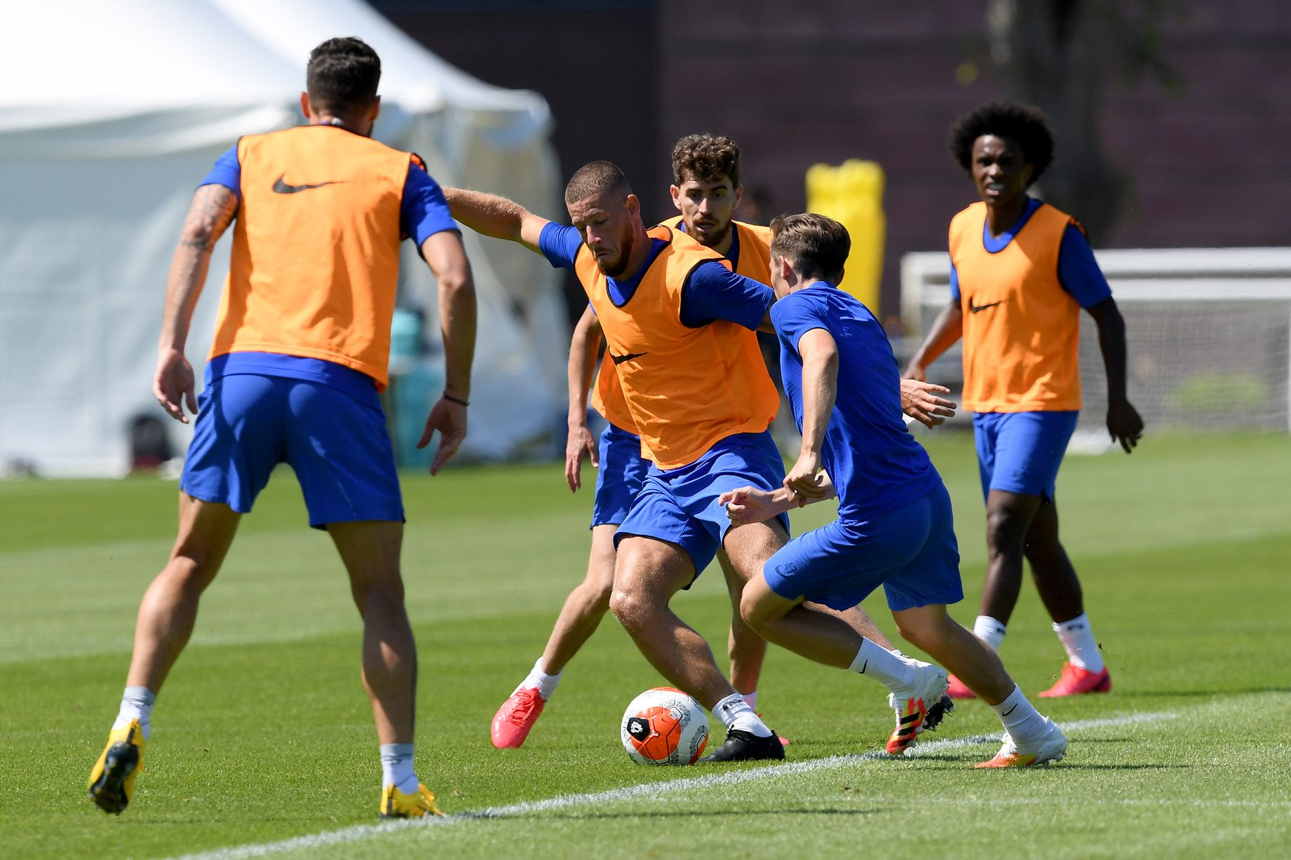 Chelsea picture special: Gilmour, Pulisic and Loftus-Cheek train ahead of Aston Villa trip - Bóng Đá