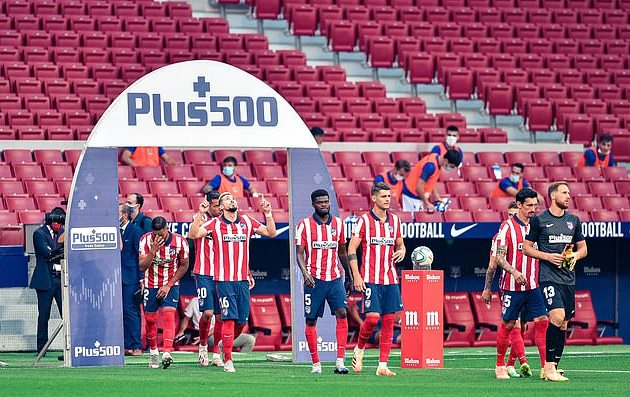 Atletico Madrid see TWO unnamed players test positive for Covid-19 - spelling concern for their Champions League quarter-final against RB Leipzig in Portugal  - Bóng Đá
