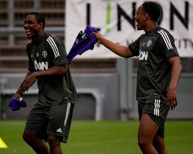 Ảnh tập MU trận Sevilla - Bóng Đá