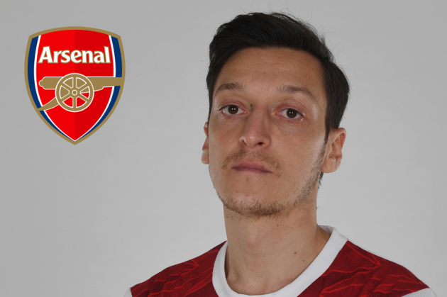 'Our new no.10 is coming!' - Arsenal fans in meltdown after spotting Mesut Ozil transfer hint - Bóng Đá