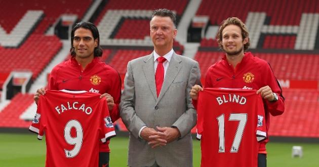 Van Gaal rồi cũng bị Man Utd sa thải.